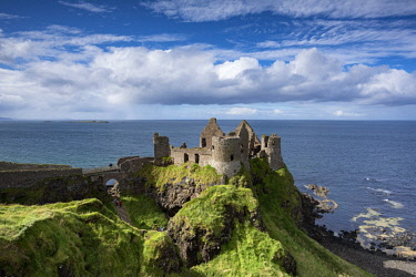 IBXMKL04570068 Dunluce Castle on the Atlantic Coast, Portrush, County Antrim, Northern Ireland, United Kingdom, Europe