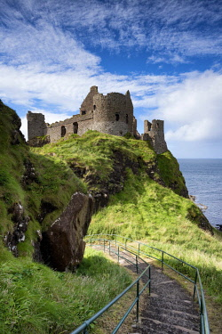 IBXMKL04570071 Dunluce Castle on the Atlantic Coast, Portrush, County Antrim, Northern Ireland, United Kingdom, Europe
