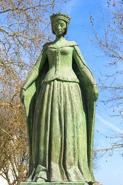 IBXGAB04373981 Queen Dona Leonor Statue, Beja, Alentejo, Portugal, Europe