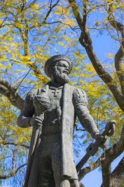 IBXGAB04373993 Vasco da Gama statue, Portuguese explorer and discoverer of the sea route to India, �vora, Alentejo, Portugal,, Europe
