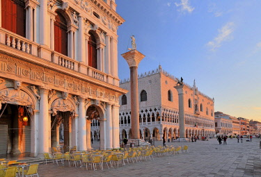 IBXGNG04645314 Piazzetta with Doge's Palace, Morning Mood, Venice, Italy, Europe