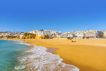 IBXJAS04681432 Wide sandy beach, townscape, Albufeira, Algarve, Portugal, Europe
