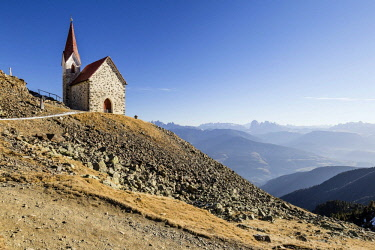 IBXMBR04365062 Church, Kassianspitze in Eisacktal, here at Latzfonser Cross, behind the Dolomites with the Langkofel and Plattkofel and Sella group, Latzfons, Eisacktal, Province of South Tyrol, region of Trentino-A...