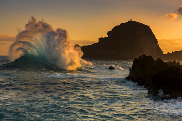 IBXSEI04533884 Large wave at sunrise, Porto Moniz, Madeira, Portugal, Europe