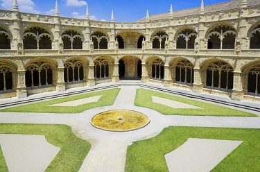 IBXSIM04361146 Courtyard, Mosteiro dos Jerunimos, Jeronimos Monastery, Belem, Lisbon, Lisbon District, Portugal, Europe