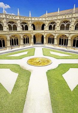 IBXSIM04361159 Courtyard, Mosteiro dos Jerunimos, Jeronimos Monastery, Belem, Lisbon, Lisbon District, Portugal, Europe