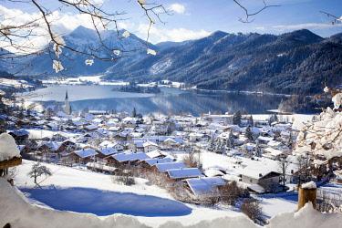 IBXFBA04073650 View of Schliersee in winter, behind the Brecherspitze, Schliersee, Upper Bavaria, Bavaria, Germany, Europe