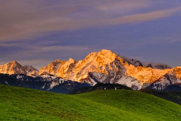 IBXHEB04522677 Hoher Goell, dawn, Marktschellenberg, National Park Berchtesgaden, Berchtesgadener Land, Bavaria, Germany, Europe