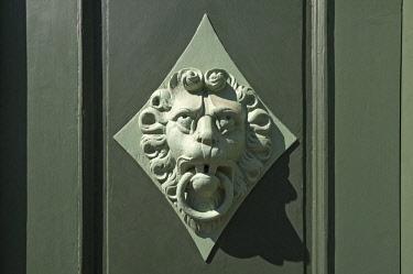 IBXMZC04374386 Lion head as a door knocker on a door, Wismar, Mecklenburg-Western Pomerania, Germany, Europe