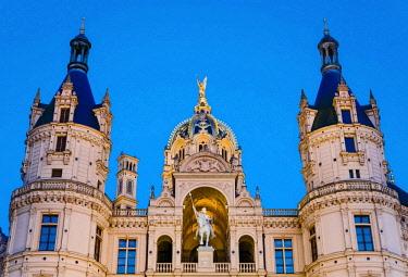 IBXOHA04375856 Schwerin Castle, equestrian statue of Prince Niklot I, Mecklenburg-Western Pomerania, Germany, Europe