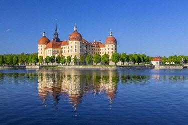 IBXPUR04633455 Moritzburg hunting lodge with lake, Saxony, Germany, Europe
