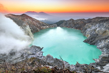 IDA0816AW Kawah Ijen volcano and crater lake at sunrise, Java, Indonesia