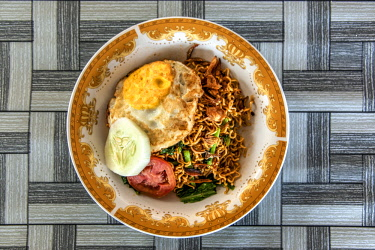 IDA0828AW Mie goreng or fried noodles dish, Bira, Sulawesi, Indonesia