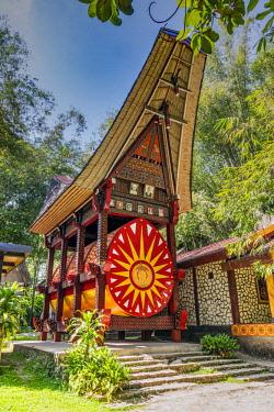 IDA0839AW Traditional Toraja family tomb, Rantepao, Tana Toraja, Sulawesi, Indonesia