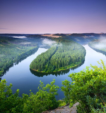 IBLAVI04566689 Saaleschleife, Hohenwarte reservoir, morning atmosphere, nature Park Thuringian Slate Mountains, Upper Saale, Thuringia, Germany, Europe