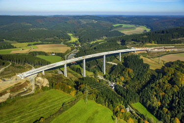 IBLBLO04250181 Nuttlar viaduct, steel composite construction bridge, motorway bridge A46, expansion and extension of A46 between Meschede and Olsberg, North Rhine-Westphalia, Germany, Europe