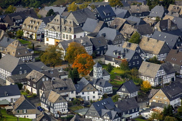 IBLBLO04250234 Timbered houses, timbered village, Eversberg, Meschede, Sauerland, North Rhine-Westphalia, Germany, Europe