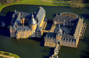 IBLBLO04334303 Aerial view, moated castle and museum Museum Wasserburg Anholt, Isselburg, North Rhine-Westphalia, Germany, Europe