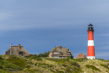 IBLDIE04726007 Lighthouse with thatched houses, H�rnum, Sylt, North Frisia, Schleswig-Holstein, Germany, Europe