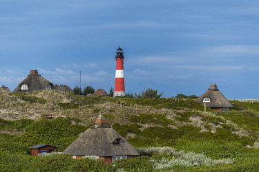 IBLDIE04726008 Lighthouse with thatched houses, H�rnum, Sylt, North Frisia, Schleswig-Holstein, Germany, Europe