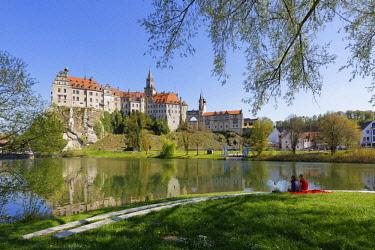 IBLMAN04384742 Hohenzollern Castle, River Danube, Sigmaringen, Upper Swabia, Swabia, Baden-Wurttemberg, Germany, Europe