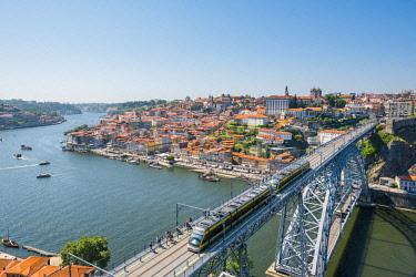 POR9914AWRF Portugal, Norte region, Porto (Oporto). Ribeira district (old town) and the Dom Luis I bridge over the Douro river.