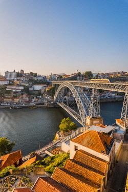 POR9916AWRF Portugal, Norte region, Porto (Oporto). Dom Luis I bridge and Douro river at sunset.