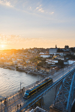 POR9918AWRF Portugal, Norte region, Porto (Oporto). Dom Luis I bridge and Douro river at sunset.