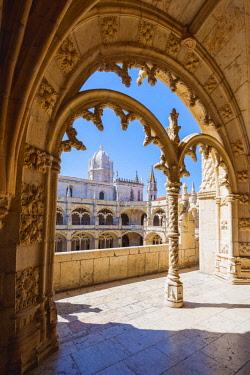 POR9927AWRF Portugal, Lisbon, Santa Maria de Belem. The gothic cloister of the Jeronimos Monastery.