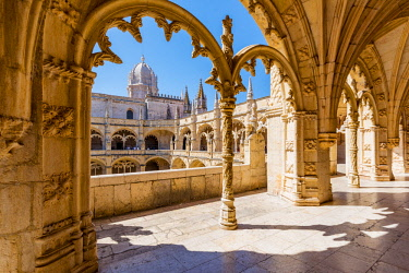 POR9928AWRF Portugal, Lisbon, Santa Maria de Belem. The gothic cloister of the Jeronimos Monastery.