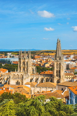 SPA8466AWRF Spain, Castile and Leon, Burgos. Skyline and the gothic Cathedral of Saint Mary of Burgos.