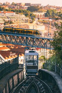 POR9861AW Portugal, Norte region, Porto (Oporto). The Funicular dos Guindais and Dom Luis I bridge.