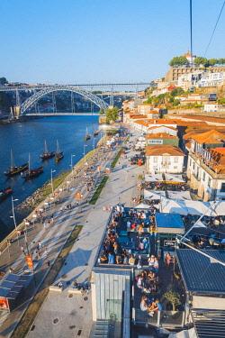 POR9863AW Portugal, Norte region, Porto (Oporto). Villa Nova de Gaia and Dom Luis I bridge seen from the Teleferico de Gaia.