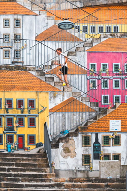 POR9866AW Portugal, Norte region, Porto (Oporto). Street art in Villa Nova de Gaia.