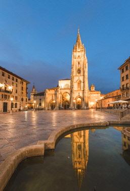 SPA8276AW Spain, Asturias, Oviedo. Cathedral of San Salvador.