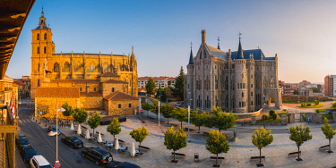SPA8306AW Spain, Castile and Leon, Astorga. The Episcopal Palace of Astorga designed by Antoni Gaudi and the Cathedral of Astorga.