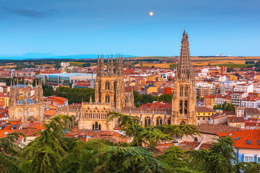 SPA8323AW Spain, Castile and Leon, Burgos. Skyline and the gothic Cathedral of Saint Mary of Burgos.