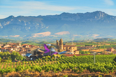 SPA8369AW Spain, Basque Country, Alava province, Elciego. The Marques de Riscal luxury hotel designed by Frank Gehry.