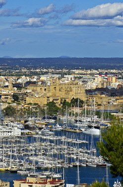 IBLTHH02317942 View from the Castillo de Bellver, Bellver Castle, to the old town of Palma de Mallorca with La Seu, Palma Cathedral and the harbour, Majorca, Balearic Islands, Spain, Mediterranean, Europe