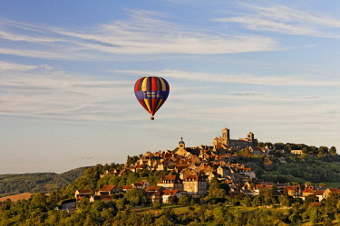 IBLMSK02304345 View of the Basilica of Sainte Marie-Madeleine, advertising for a music festival on a hot air balloon, Vezelay, Burgundy region, department of Yonne, France, Europe