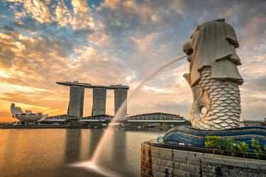 SNG1510AW The Merlion statue with Marina Bay Sands in the background, Singapore