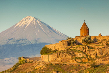 AM040RF Armenia, Khor Virap, Khor Virap Monastery, 6th century, with Mt. Ararat