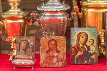 AM01258 Armenia, Yerevan, Vernissage Market, samovars and Orthodox religious icons