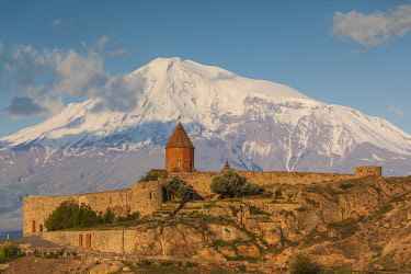 AM01342 Armenia, Khor Virap, Khor Virap Monastery, 6th century, with Mt. Ararat