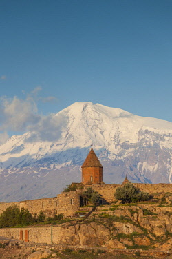 AM01343 Armenia, Khor Virap, Khor Virap Monastery, 6th century, with Mt. Ararat