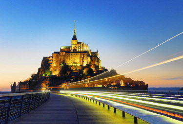 FRA10529AW France, Normandy, Le Mont Saint Michel, traffic trail light at night