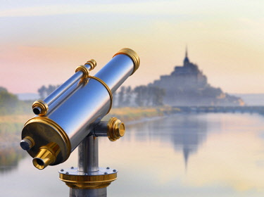FRA10532AW France, Normandy, Le Mont Saint Michel, shrouded in fog at dawn, reflected in river, telescope in foreground