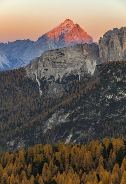 FVG029015 The Antelao peak during an autumn sunset, Dolomites, Cortina d'Ampezzo, Italy