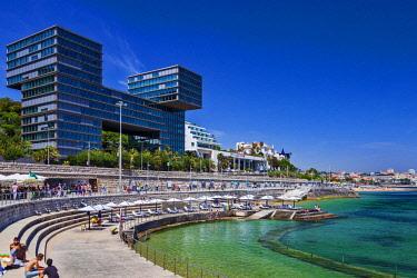 POR9945 Modern architecture overlooking the Tagus River Estuary in Cascais, Lisboa, Portugal.