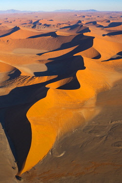 AF31BTH0107 Aerial view over Sossusvlei sand dunes in Namib-Naukluft National Park, Namibia, shows wind erosion patterns.